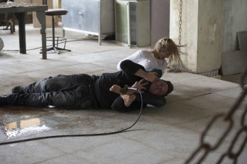 24-Live-Another-Day-Episode-6-Kate-Morgan-Fights-Back-feet-